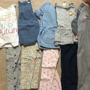 Carter's 2T lot- 4 complete outfits and pajamas